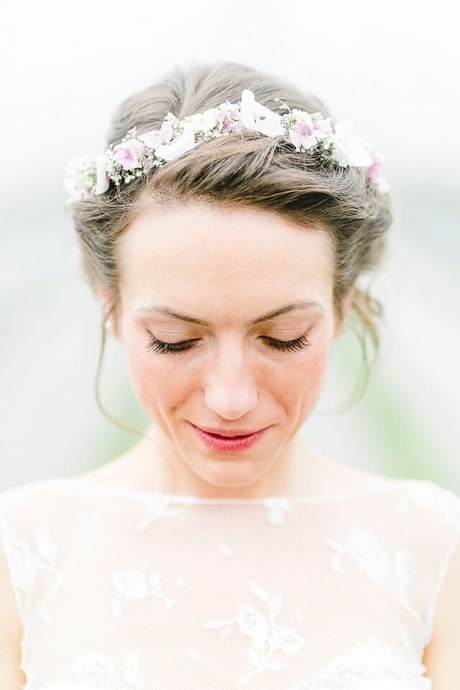 Hochzeitsfrisuren mit blumenkranz