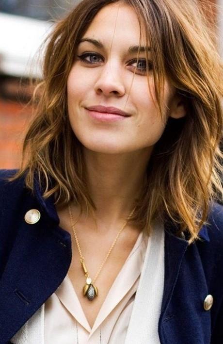 Frisuren lockiges haar mittellang