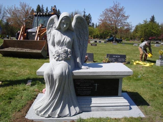 ANGEL-CREM-BENCH