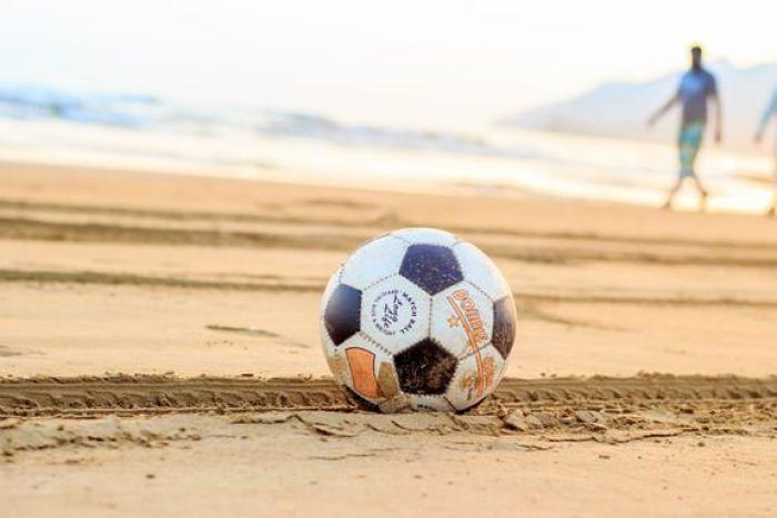 砂浜とボール