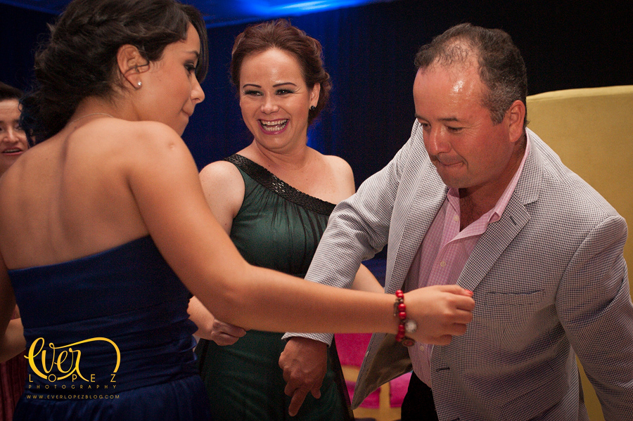 mexican destination party wedding photographer pictures dancing guests having fun