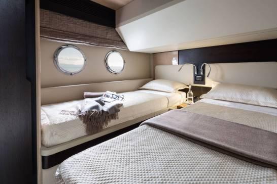 92_20160120101320_66_starboard_side_guest_cabin