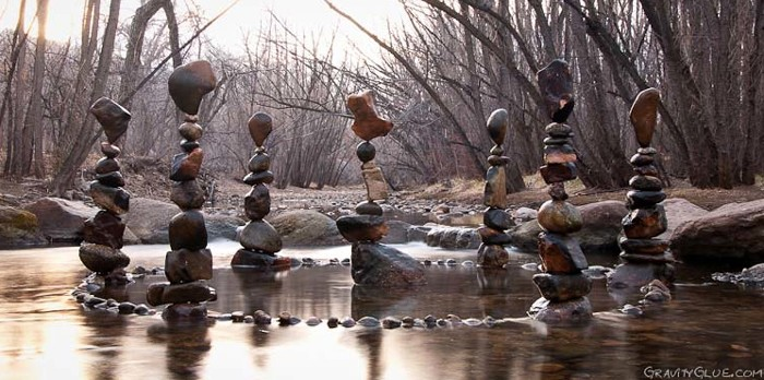 Image: Rocks balanced in a circle