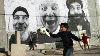 Image: Palestinian and Israeli portraits as large as walls