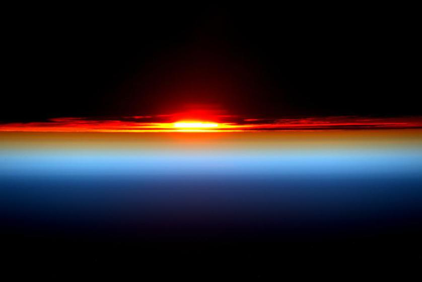 Day 127. Sunset returns! Perfect end. Thanks again for joining me today. Good night from @space_station! #YearInSpace https://twitter.com/StationCDRKelly/status/627611459741089792