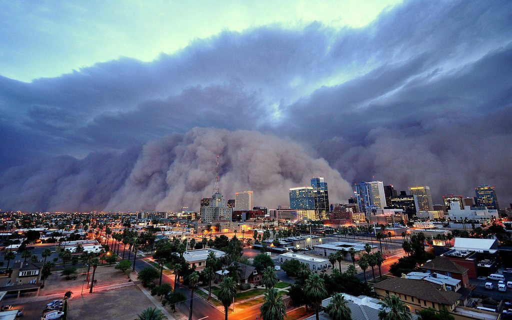 Image: Dust storm looms