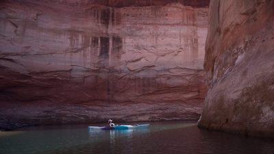 Image: Kayaker exploring glen canyon