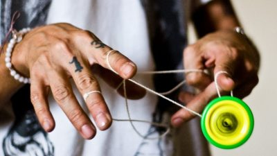 Image: Yo-yo player doing a complex trick with the string wrapped around their fingers