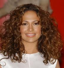 3 Interesting Ways To Style Your Naturally Curly Hair