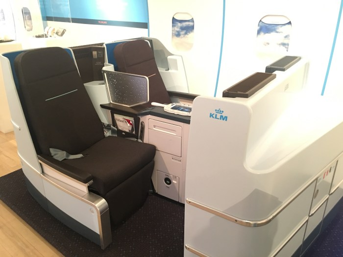 klm world business class seat 700x525 - A visit to the KLM pop-up in San Francisco