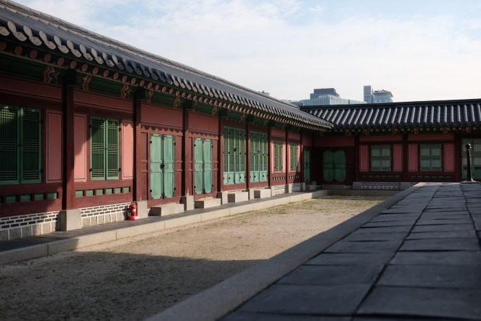 gyeongbokgung palace seoul 700x467 - A visit to the Five Grand Palaces of Seoul, South Korea