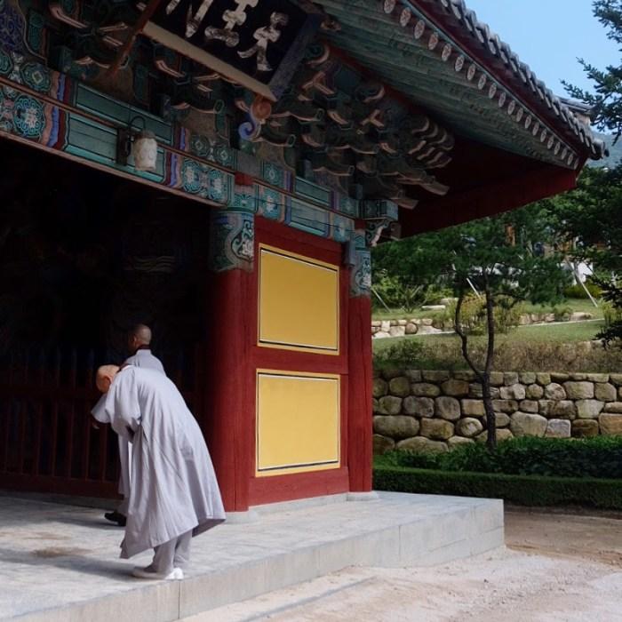 bulguksa temple monk 700x700 - A trip to South Korea & Japan - Introduction