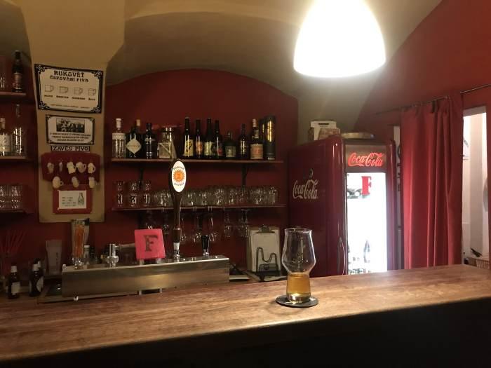 francis beer cafe craft beer bar pilsen 700x525 - The best craft beer in Pilsen, Czech Republic