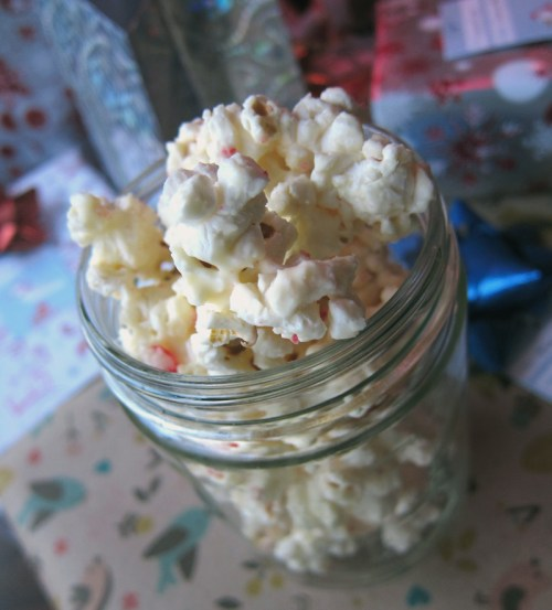 salted white chocolate candy cane popcorn | everybody likes sandwiches
