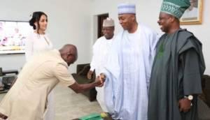 Trouble in APC as Saraki says Nigerians await Buhari's reaction on Chairman's bribery scandal