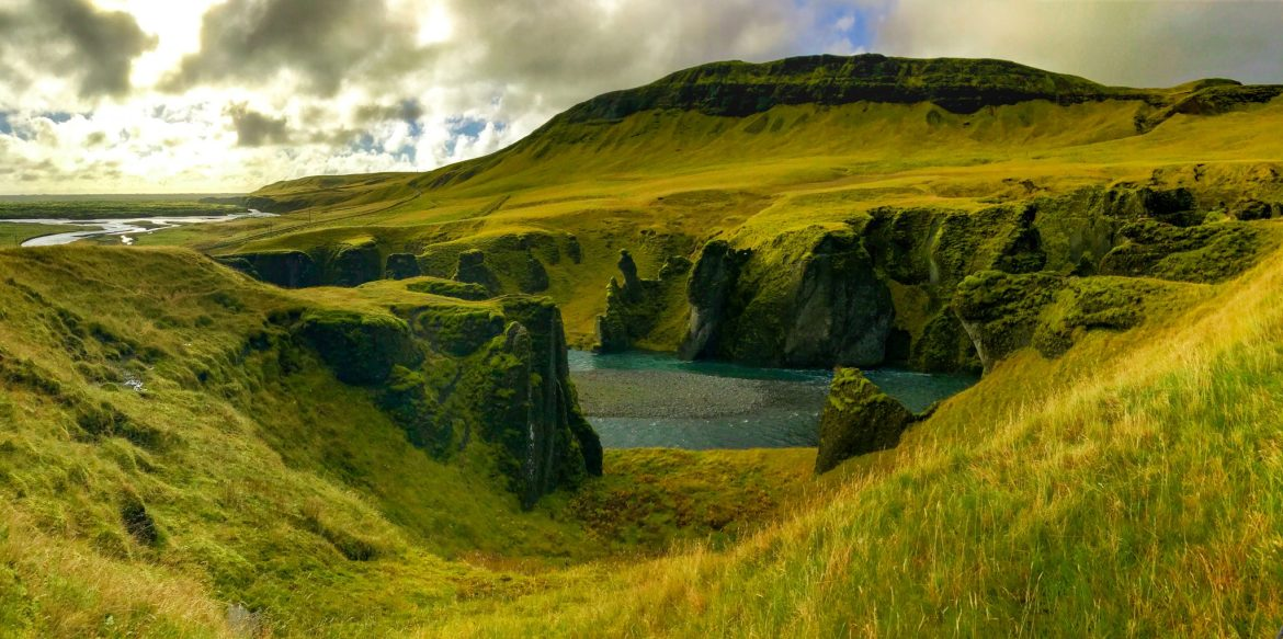 The beautiful Fjaðrárgljúfur Canyon that will make you feel like you're in Game of Thrones.