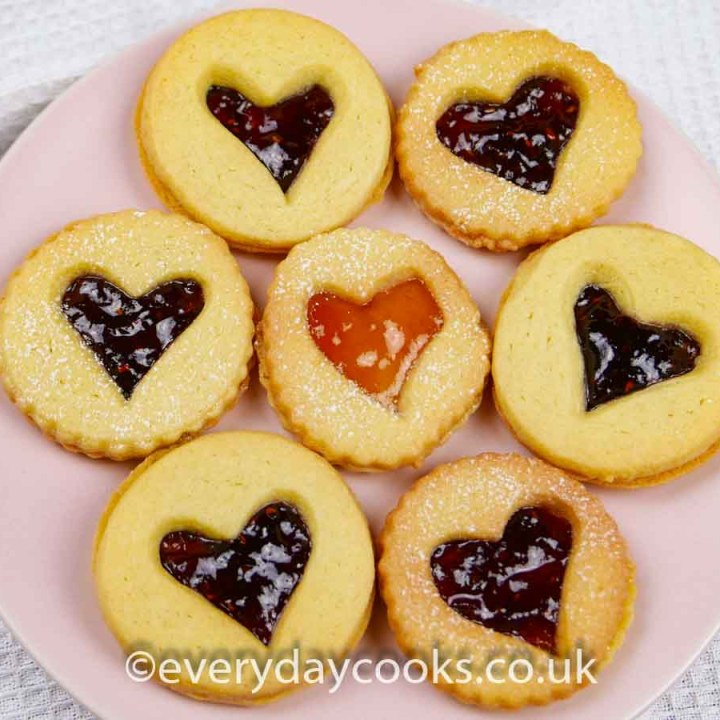 Valentine Jammy Dodgers on a pink plate