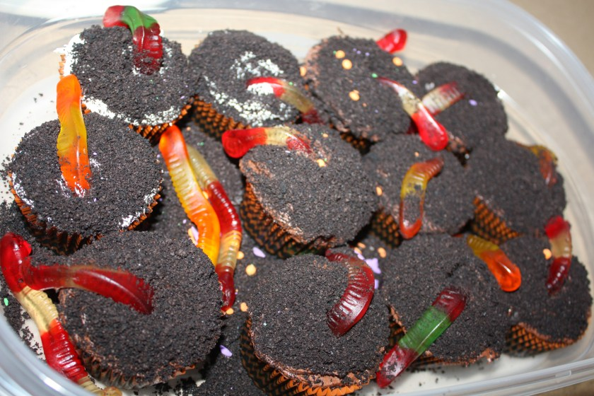 img_0729-dirt-worm-cupcakes