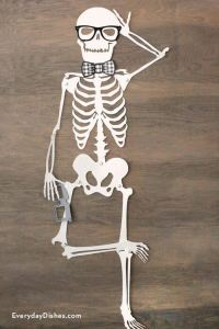 Printable skeleton door dcor - Everyday Dishes