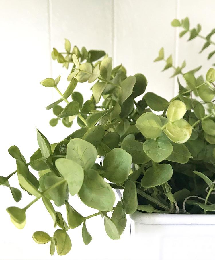 Simple-Floral-Arrangement-Hacks-notatrophywife