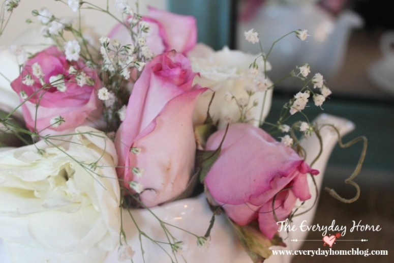 Sweetheart Roses in a Vintage White Teapot | The Everyday Home | www.everydayhomeblog.com