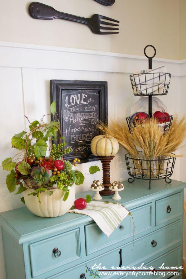 Fall Apple and Pumpkin Planter Vignette |The Everyday Home | www.everydayhomeblog.com
