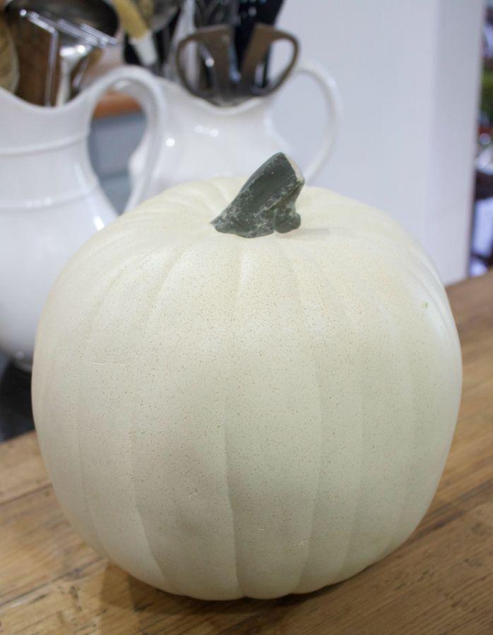 How to Make a Pumpkin Planter | The Everyday Home | www.everydayhomeblog.com