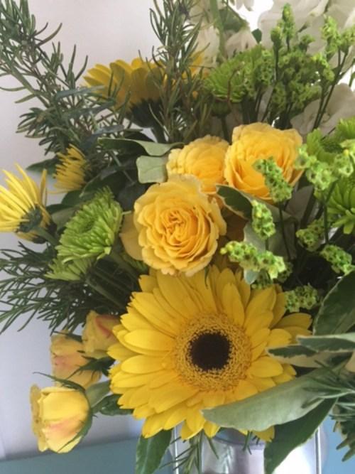 How to Arrange Grocery Store Flowers | The Everyday Home | www.everydayhomeblog.com