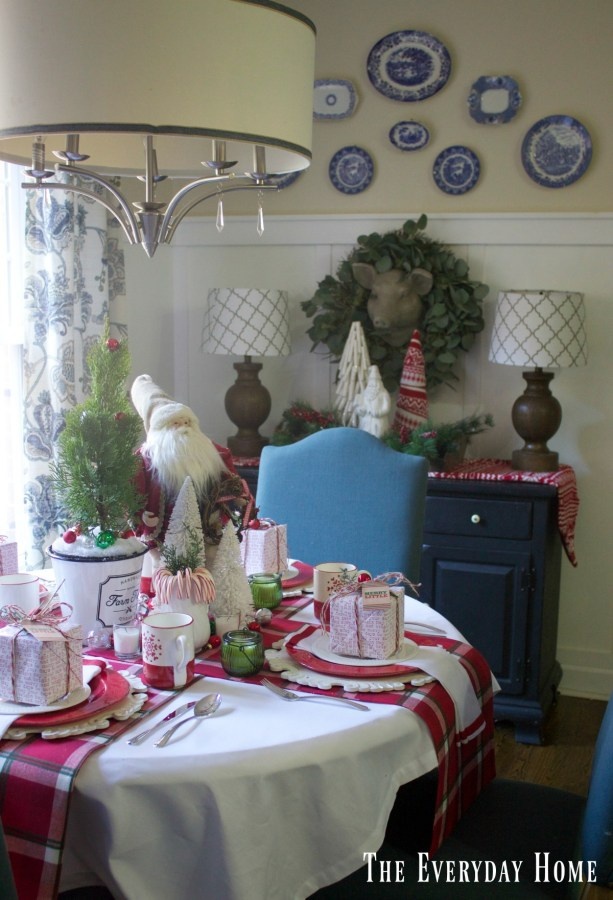 breakfast-room-santa-table |The Everyday Home | www.everydayhomeblog.com