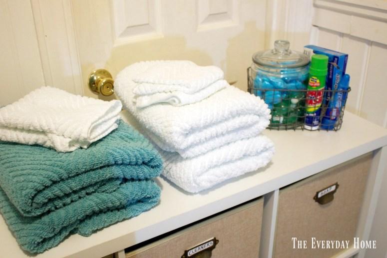 folded-towels | The Everyday Home | www.everydayhomeblog.com