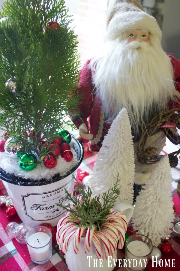 santa-christmas-table-centerpiece |The Everyday Home | www.everydayhomeblog.com