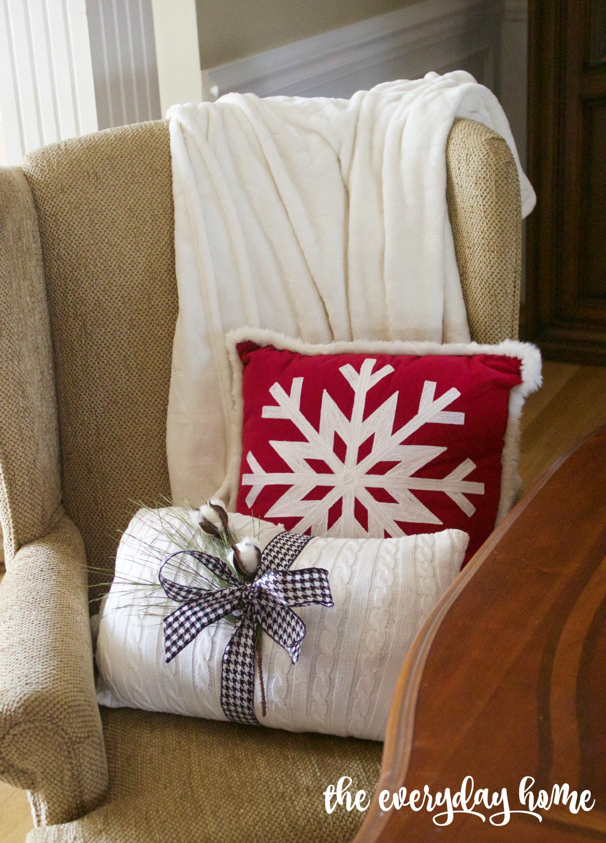A Christmas pillow you can make in minutes (for under $5!)