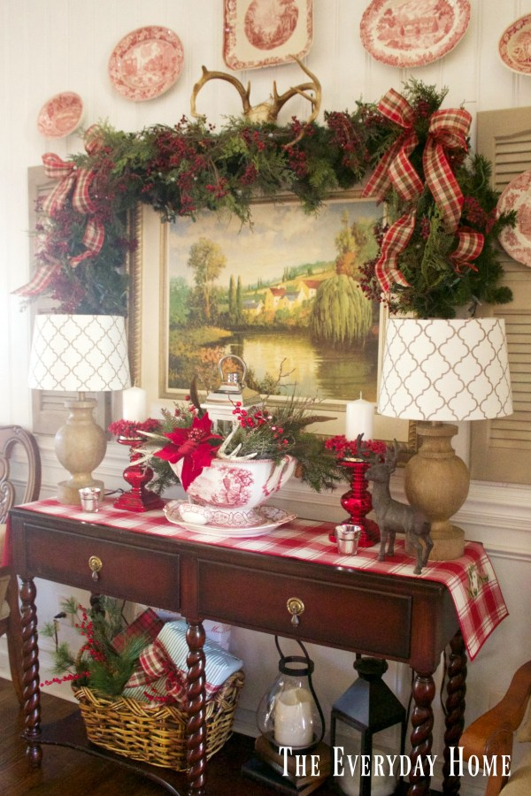 dining-room-buffet-for-christmas-garland