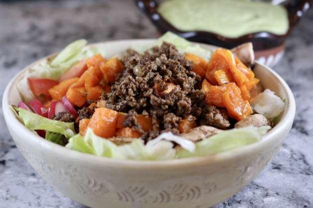 Roasted sweet potato bowl with chili-garlic seasoning #saladbowl #homemadetacoseasoning #roastedsweetpotatoes