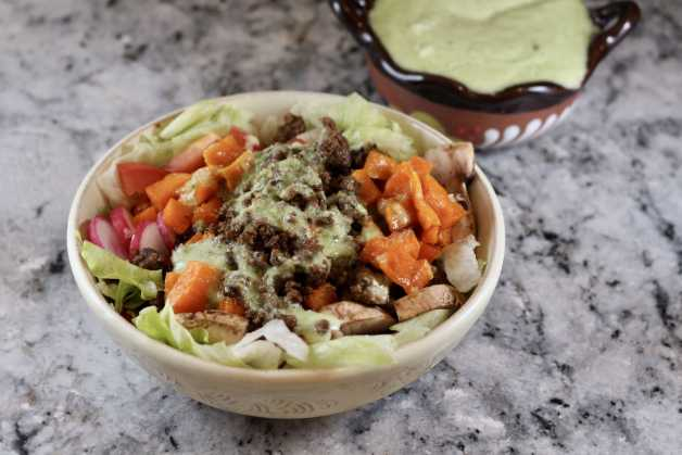 Roasted sweet potato bowl with chili-garlic seasoning #saladbowl #homemadetacoseasoning #roastedsweetpotatoes