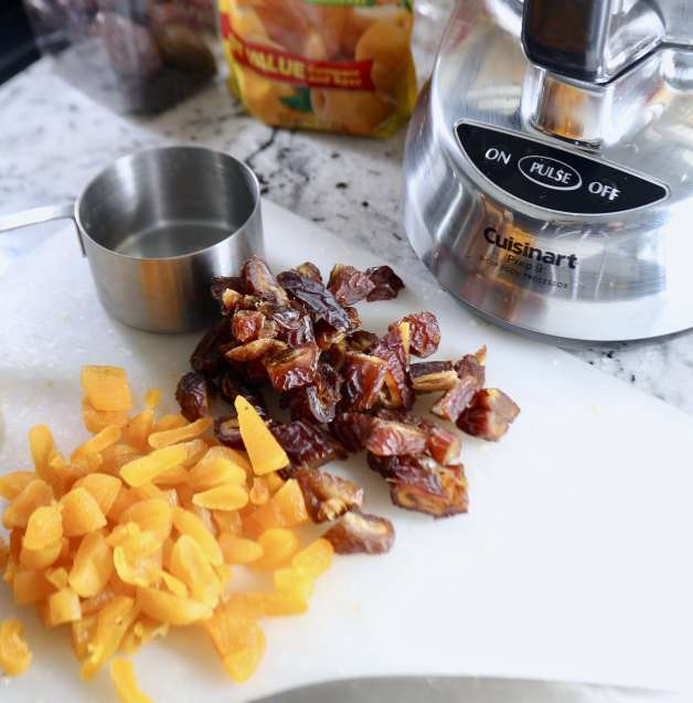 Ingredients for homemade Larabars #homemadelarabars #apricotbars