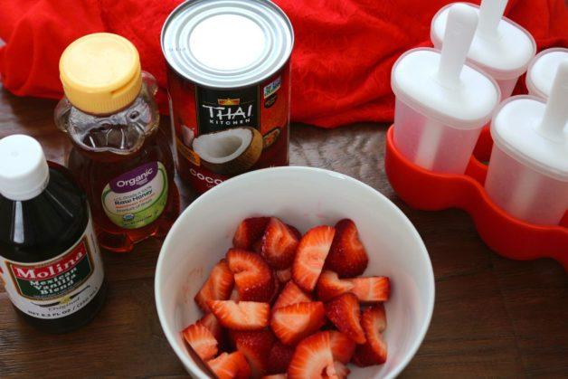 Ingredients for strawberry-cream paletas (popsicles)