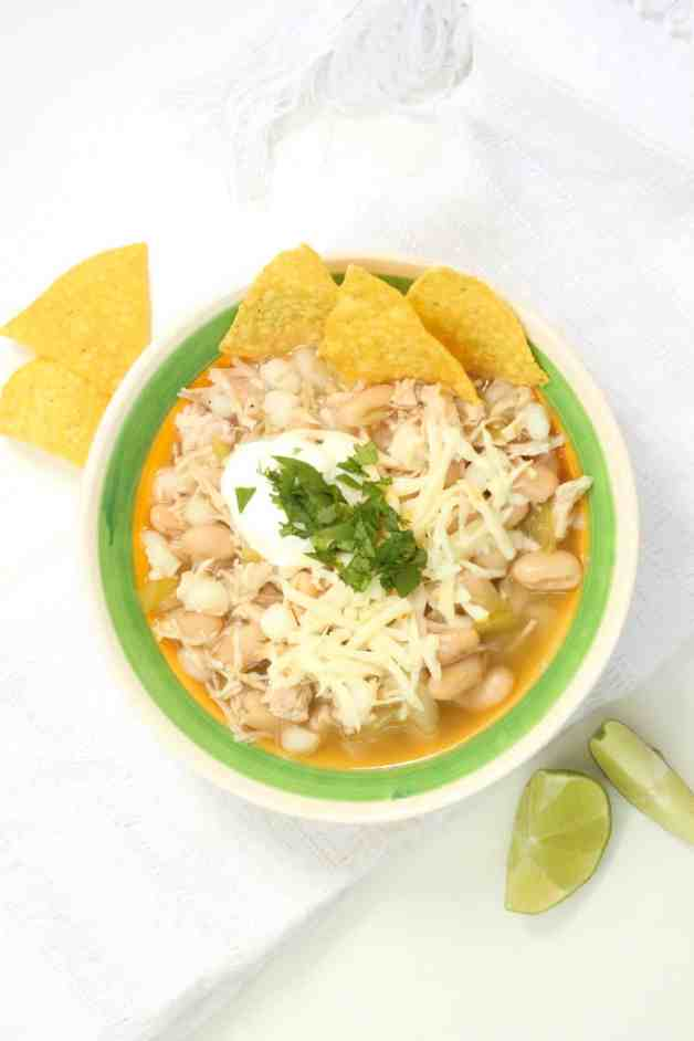 Pantry White Chicken Chili #whitechili #chickenchili #whitechickenchili #easiestwhitechili