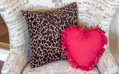 HOW TO MAKE A NO SEW HEART PILLOW
