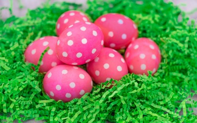 HOW TO DYE POLKA DOT EASTER EGGS