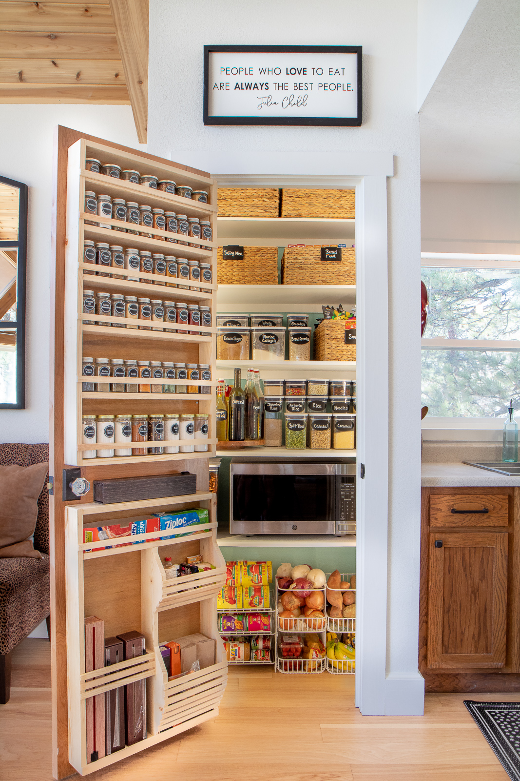 Small pantry organizing tips