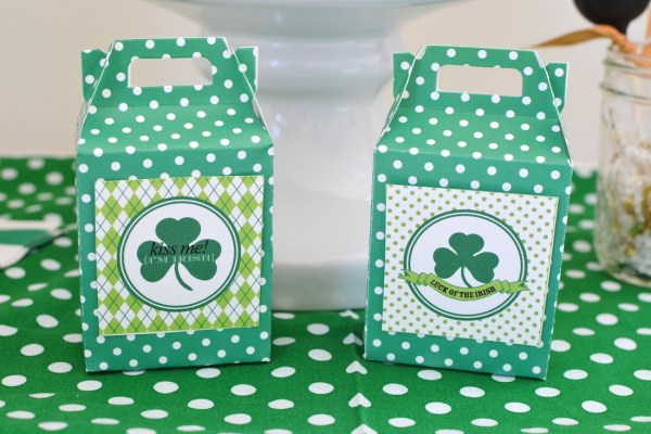 https://www.sweetthreadsclothing.com/blog/diy-shamrock-banner