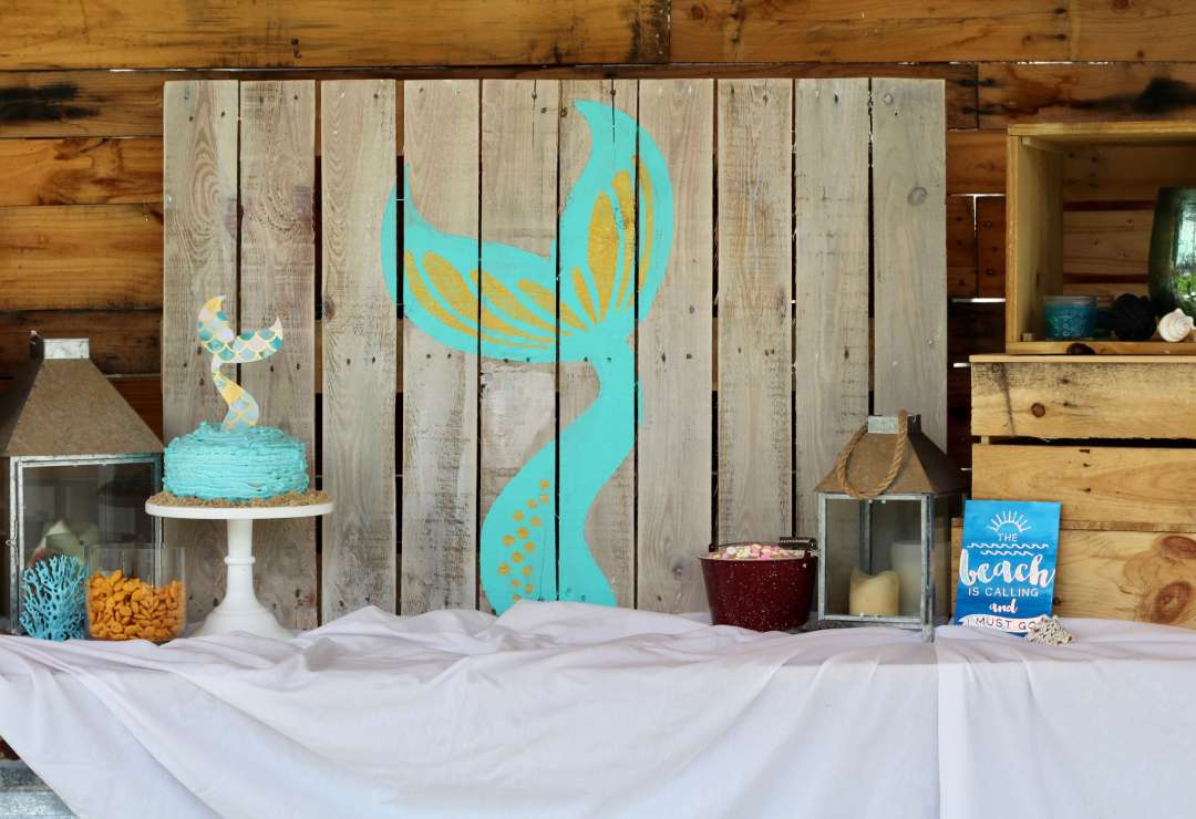 DIY Mermaid Backdrop, Mermaid, Everyday Party Magazine, Pallet Art, DIY, Cricut, DecoArt, Fish Tales