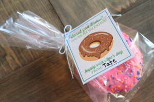 Darling Valentine's Day Treats Everyday Party Magazine Donut You Know How Much I Love This Valentine #Valentine #Donut