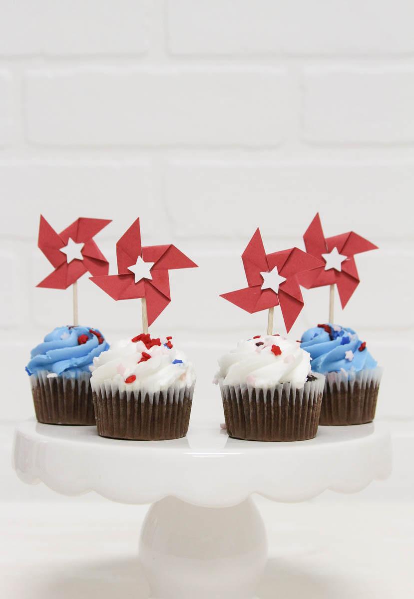 Everyday Party Magazine Simple Patriotic Cupcake Toppers #Patriotic #4thOfJuly #CricutMade #Pinwheels #Americana