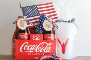 Everyday Party Magazine Patriotic Hostess Gift Idea #FourthOfJuly #Patriotic #CocaCola #SeaSide