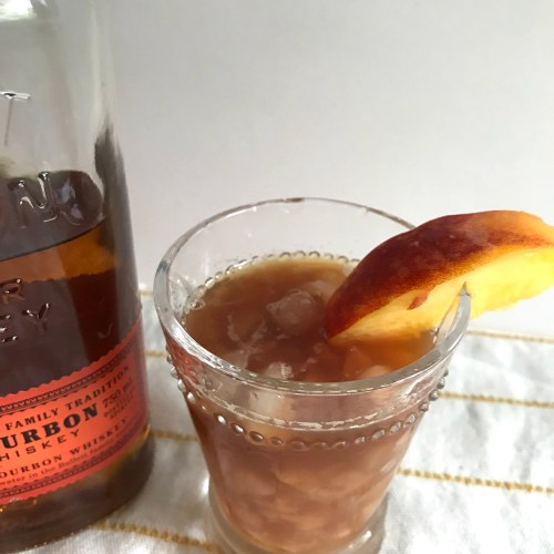 Everyday Party Magazine Sweet Peach Tea and Bourbon Cocktail #Recipe #Cocktail #Bourbon #SweetTea #Peaches
