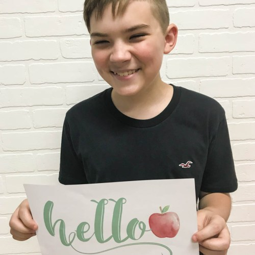 Everyday Party Magazine Hello School First Day of School Signs #BackToSchool #FreePrintable #FirstDayOfSchool
