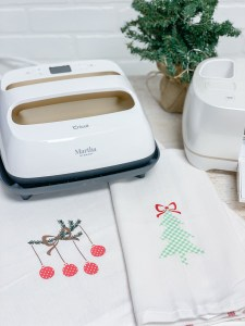 EasyPress 2 Holiday Kitchen Towels