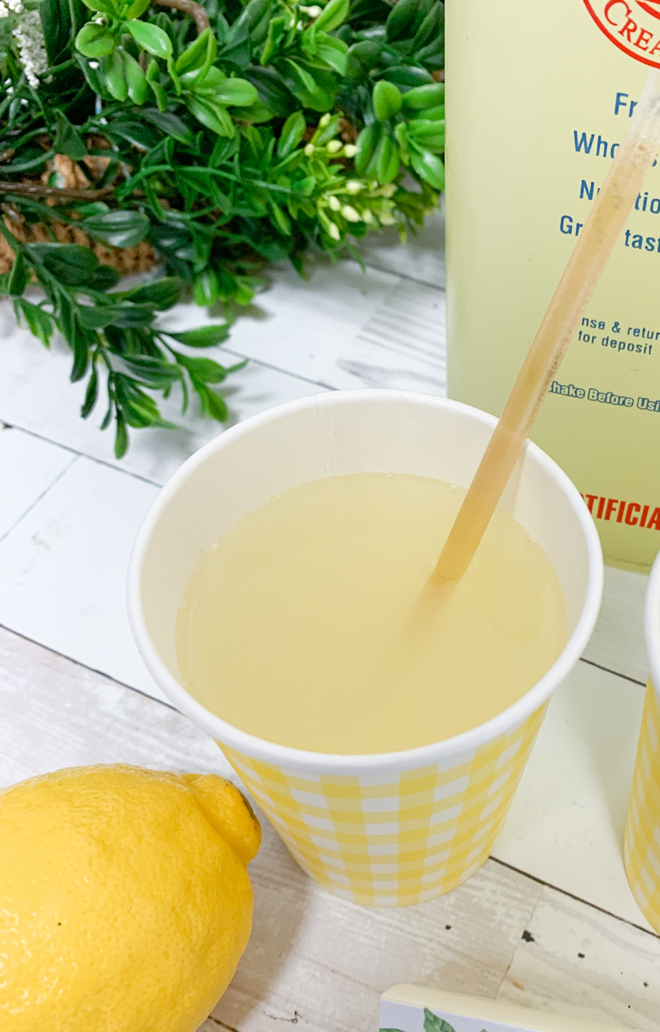 Honey Straw Lemonade Lemons